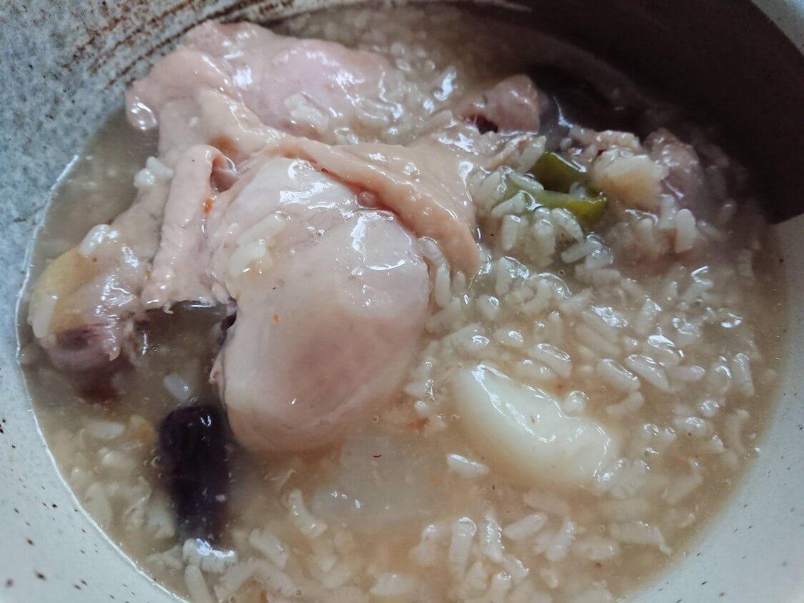 炊飯器で簡単サムゲタン!韓国の人気レシピ。お粥付き♪本格おこげ参鶏湯