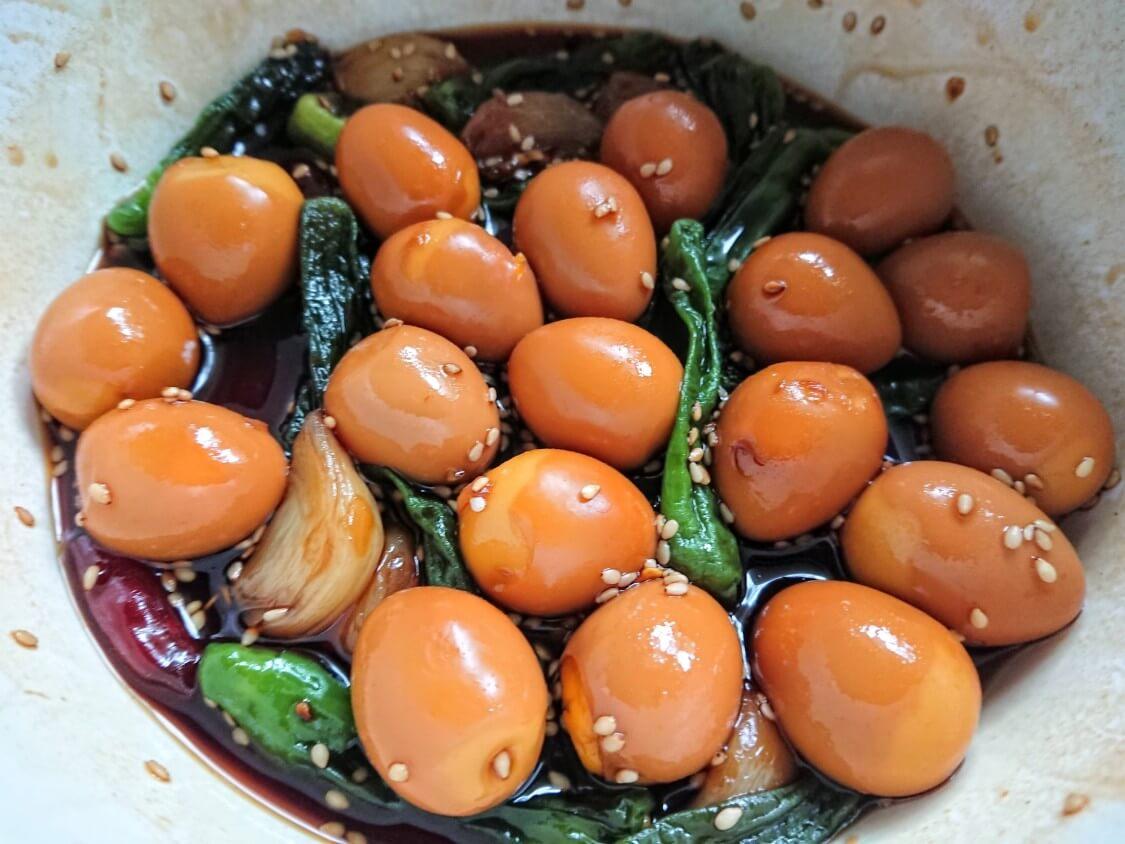 うずらの卵の醤油煮レシピ。ごまをかけて完成