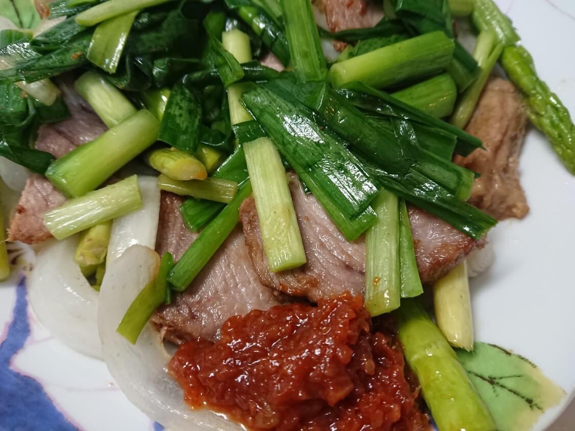 煮豚の韓国式食べ方。ポッサムと味噌サムジャン