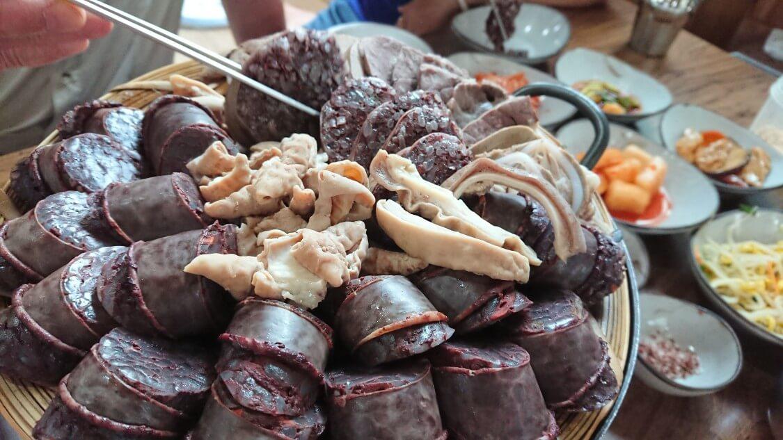 【チェジュ島旅④】人気グルメの豚骨そうめん♪コギグクスとスンデの盛り合わせを食べました