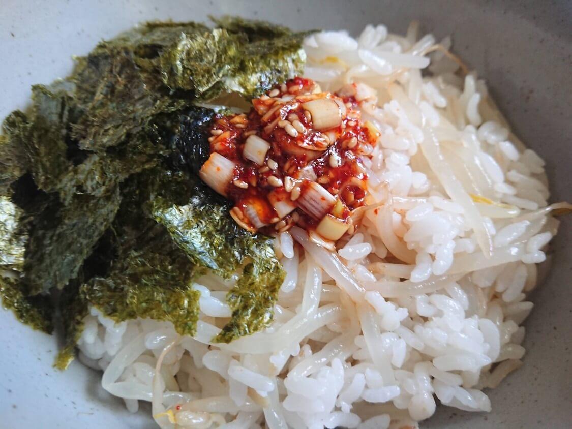 簡単♪もやしご飯の韓国人気レシピ。ピリ辛醤油だれのビビンバ★ダイエットにも
