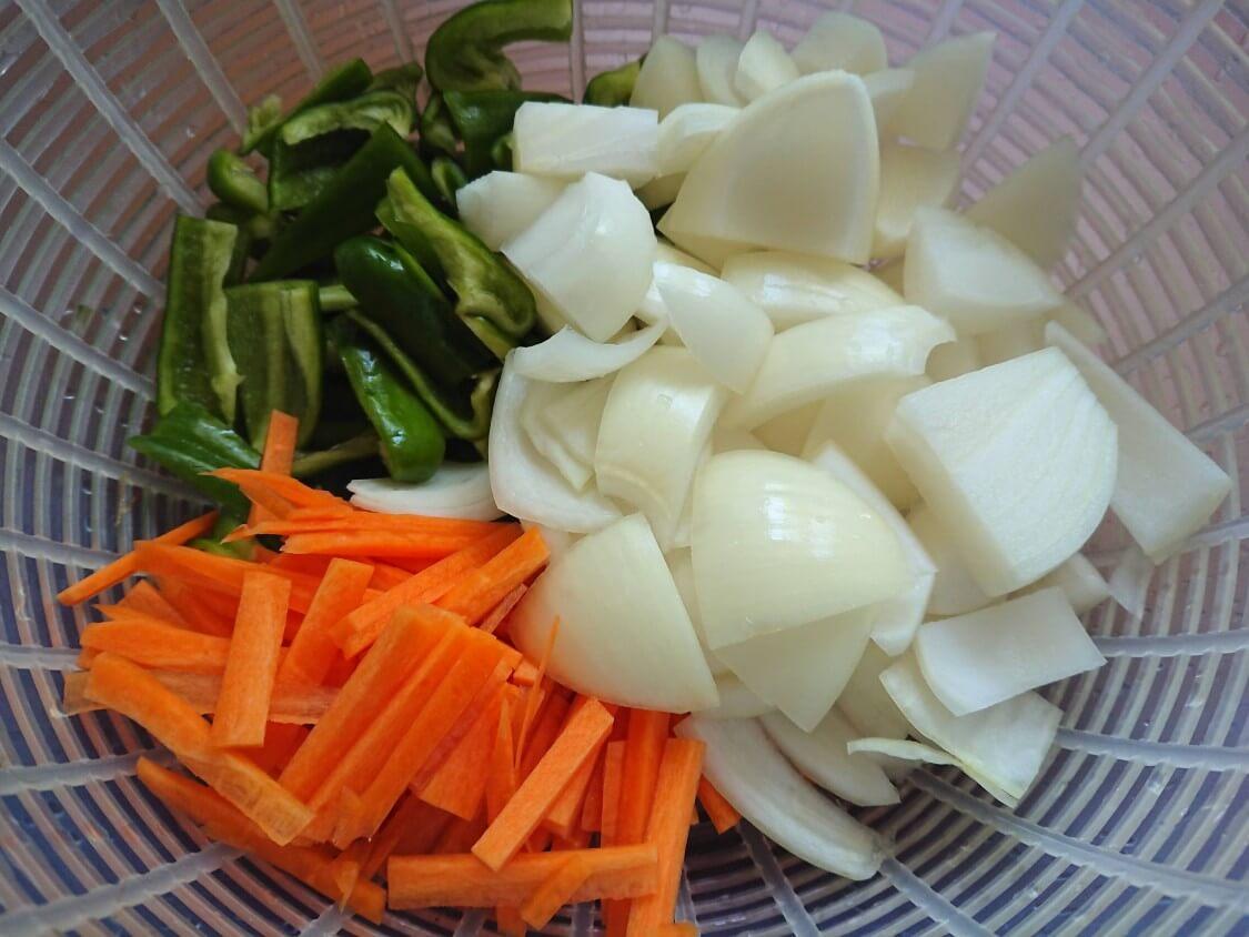 韓国ピリ辛肉味噌レシピ。野菜たっぷり!