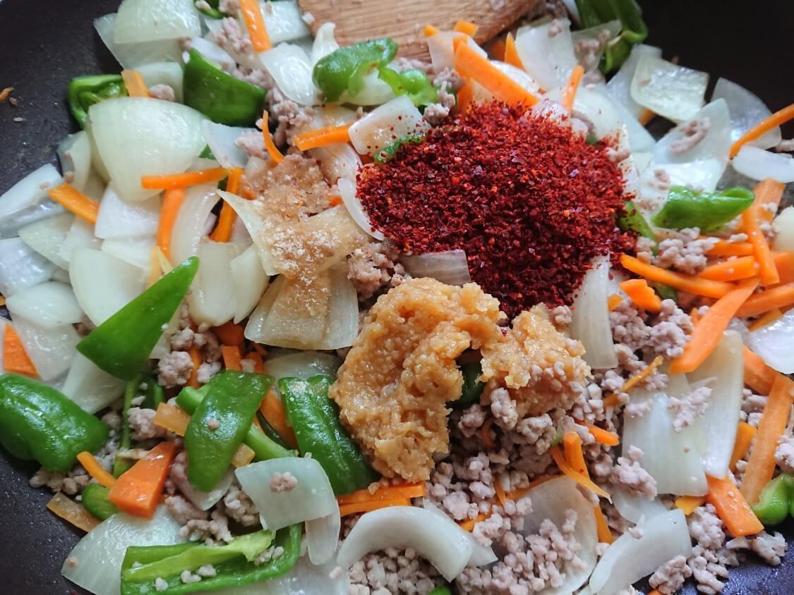 韓国ピリ辛肉味噌レシピ。味付けをする