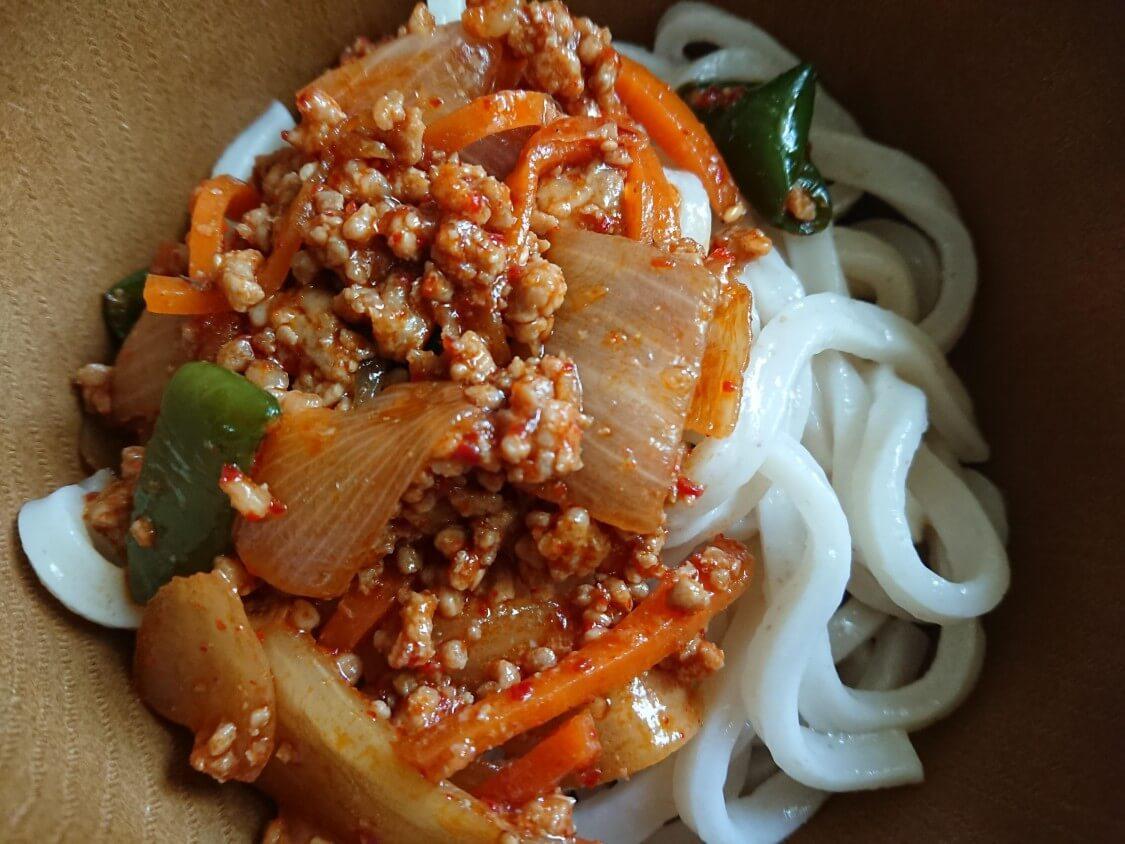 韓国ピリ辛肉味噌で混ぜうどん!レシピ