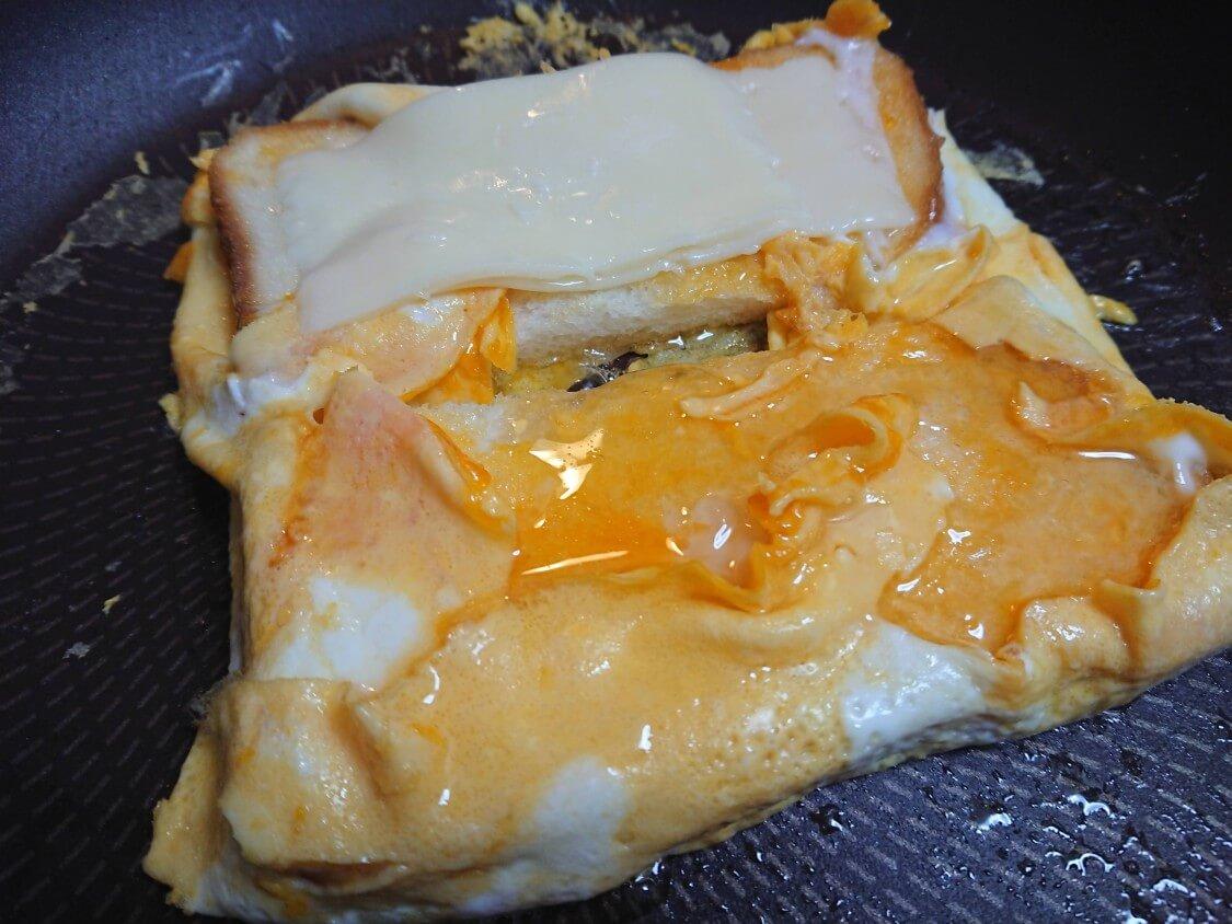 とろ~り♪チーズと卵のトースト。韓国の人気レシピ。おすすめの具とジャム(ハチミツ)