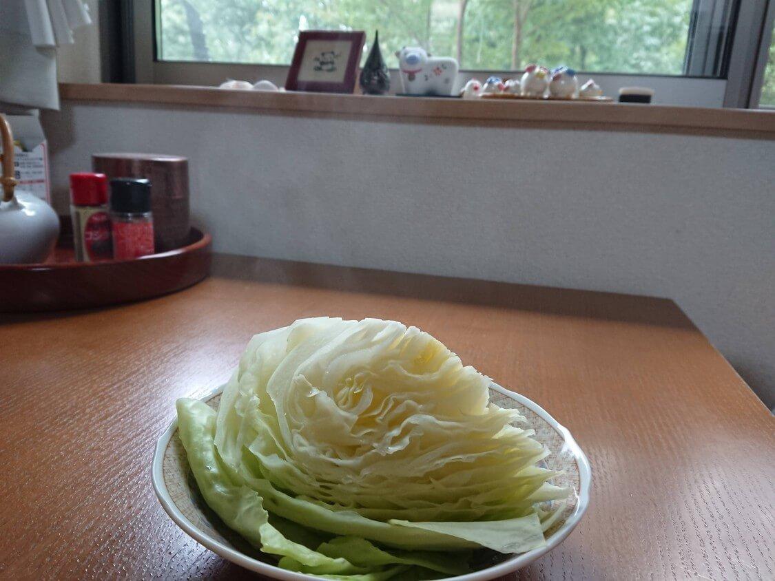 東海林さだおの簡単チャーシューレシピ♪蒸したキャベツで巻いて食べる