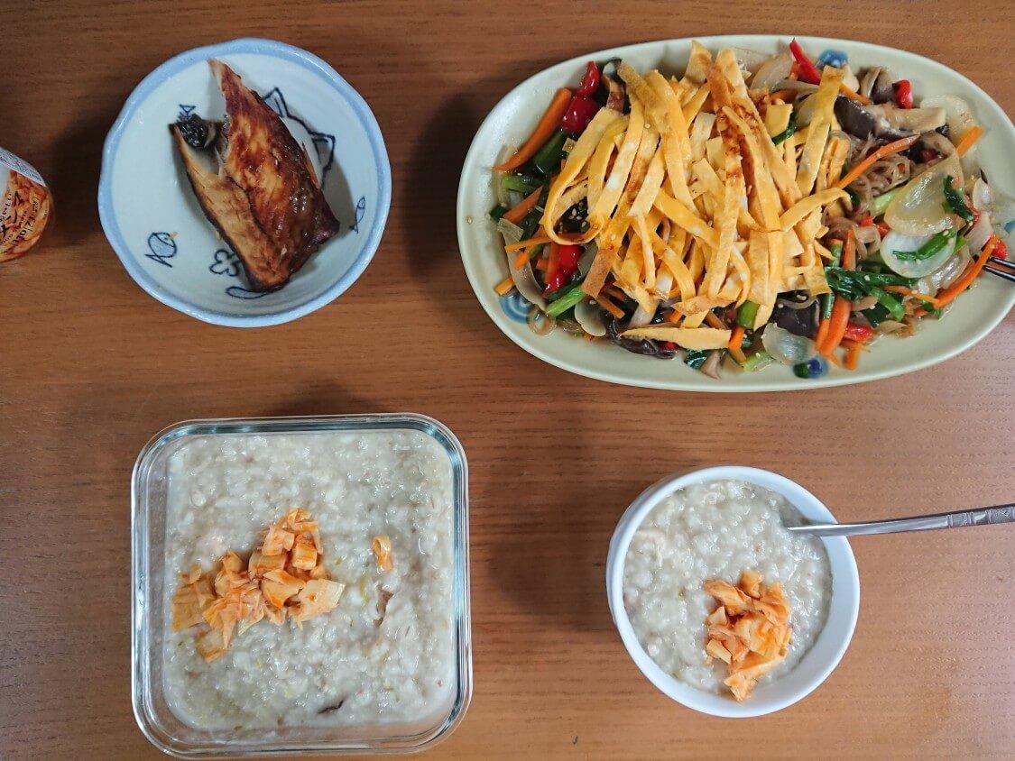 簡単!野菜たっぷりこんにゃくチャプチェ。食べ方と付け合わせ