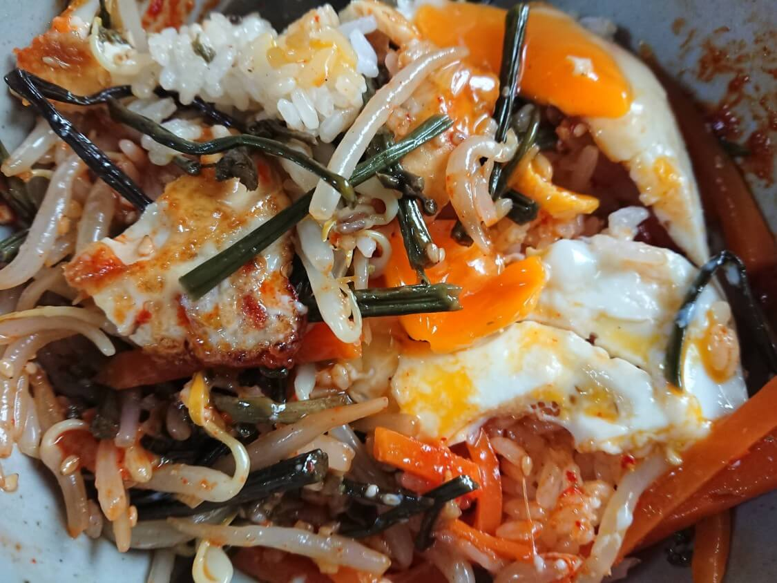 もやしナムルの作り方。コチュジャン入りの味付けと野菜ビビンバ