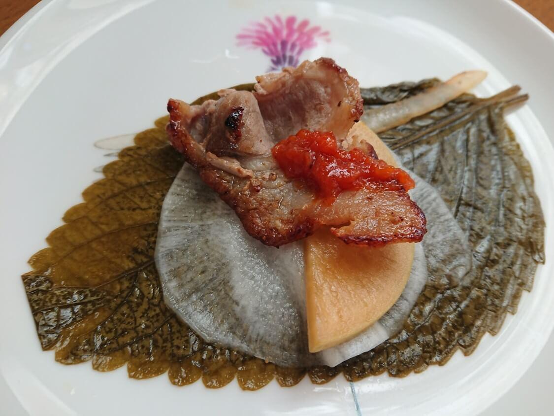 韓国ピリ辛味噌「サムジャン」市販+手作り+活用レシピ。基本の使い方はお肉のタレ。巻いて食べる